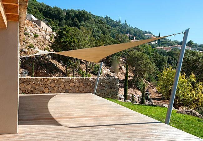 Toile parasol sur mesure de qualité à Saint-Raphaël